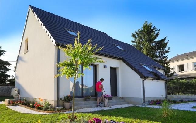 Maison moderne sur plan à Pisson